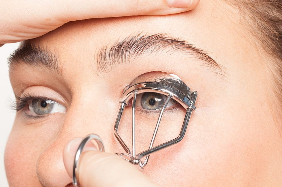 Eyelash Curler Tips: 7 Things to Know to Choose the Best One